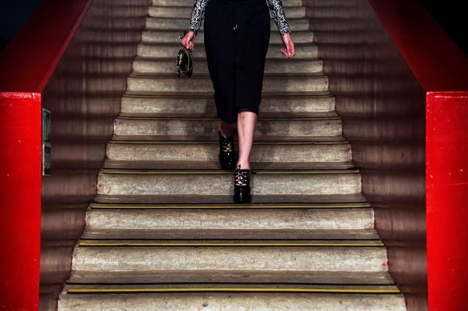 Modelos apresentam criação da marca 'A la Garconne', durante os desfiles da São Paulo Fashion Week, realizado no Pavilhão da Bienal, no Ibirapuera - 24/10/2016