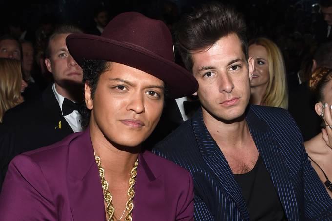Os músicos Bruno Mars e Mark Ronson, durante o 58º Grammy, em Los Angeles