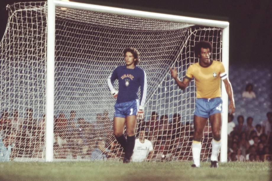 Leão e Carlos Alberto Torres, jogadores da Seleção Brasileira de Futebol