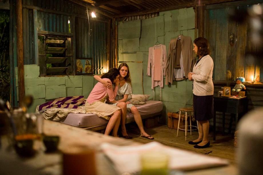Helô (Isabelle Drummond), Cândida (Denise Fraga) e Zuza (Ana Rosa) em 'A Lei do Amor'
