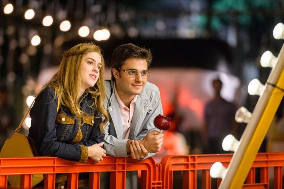 Vitória (Sophia Abrahão) e Augusto (Hugo Bonemer) em 'A Lei do Amor'