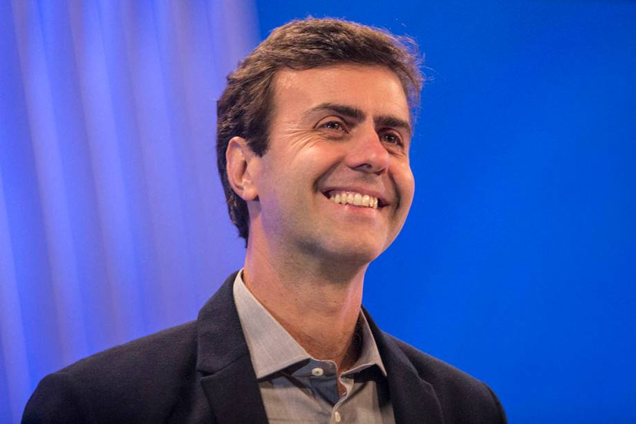 O candidato Marcelo Freixo (PSOL) antes do debate realizado pela Rede Globo
