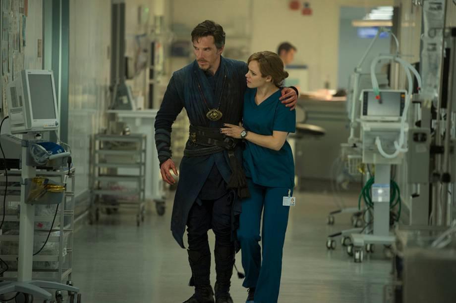 Dr. Stephen Strange (Benedict Cumberbatch) e Christine Palmer (Rachel McAdams), em cena do filme 'Doutor Estranho'