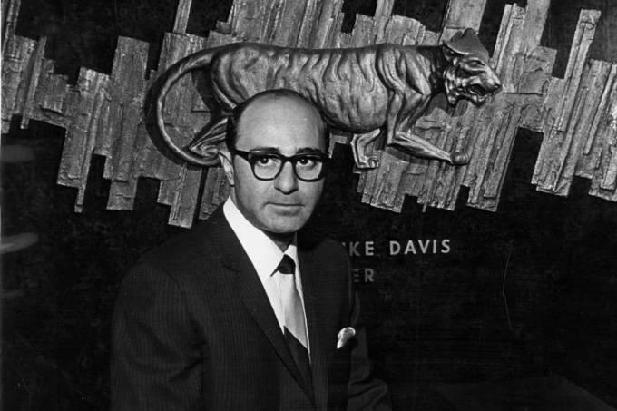 O empresário americano Edward Mike Davis, em 1965