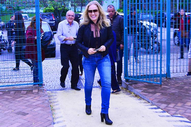 A apresentadora Angélica vota em escola do Rio de Janeiro (RJ) - 02/10/2016