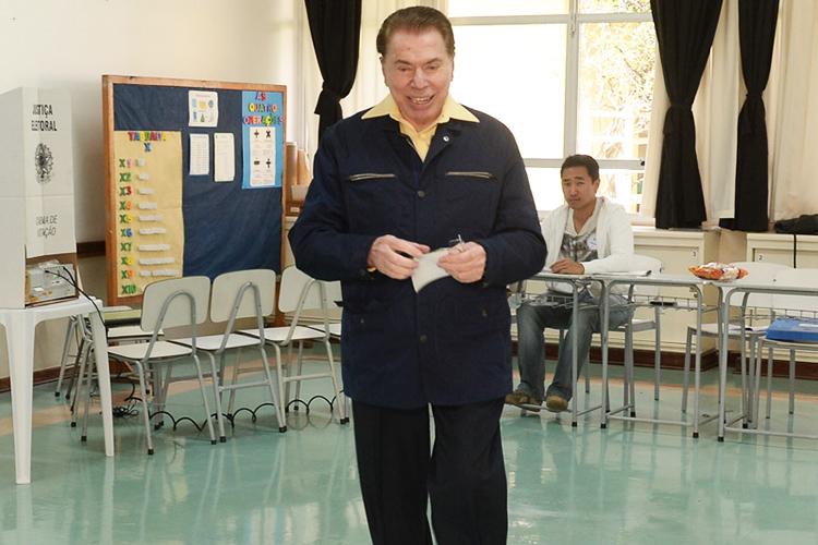 O apresentador Silvio Santos vota em escola na zona sul de São Paulo (SP) - 02/10/2016