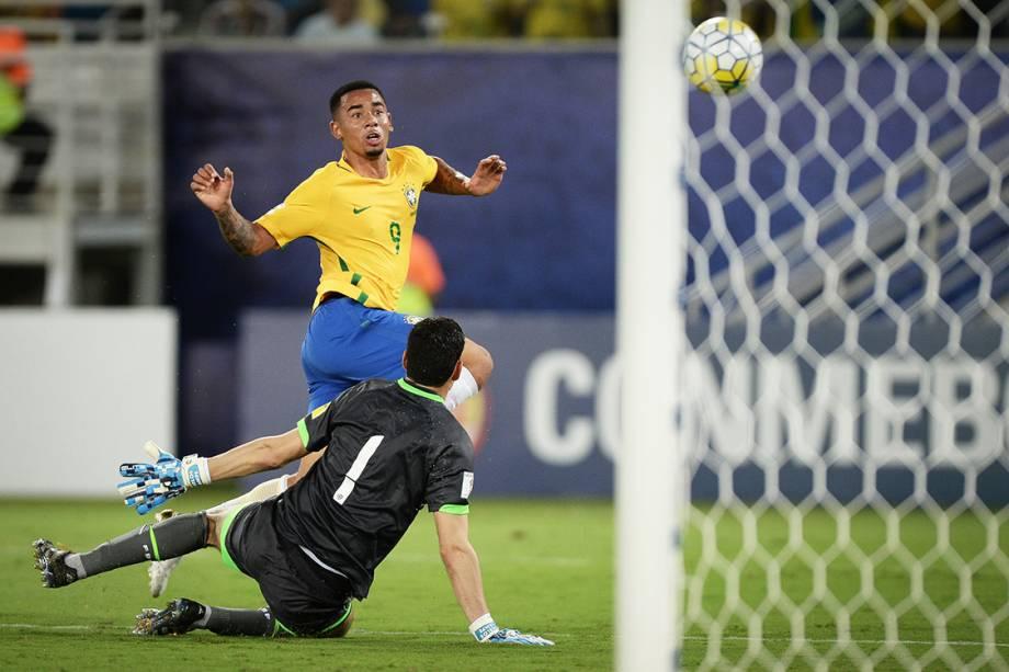Gabriel Jesus marca o terceiro gol do Brasil sobre a Bolívia, na Arena das Dunas em Natal