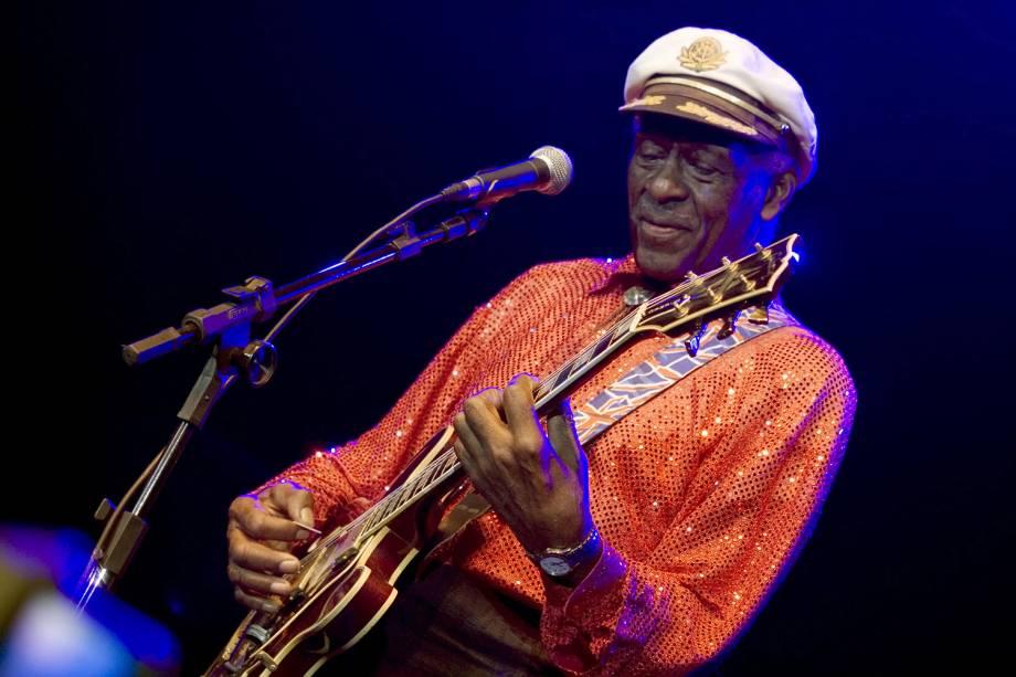 Chuck Berry tocando a sua guitarra Gibson ES-335, em show no Vivo Rio - 17/06/2008