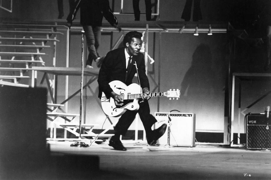 O guitarrista Chuck Berry realiza apresentação em Santa Monica, no estado americano da Califórnia - 29/12/1964