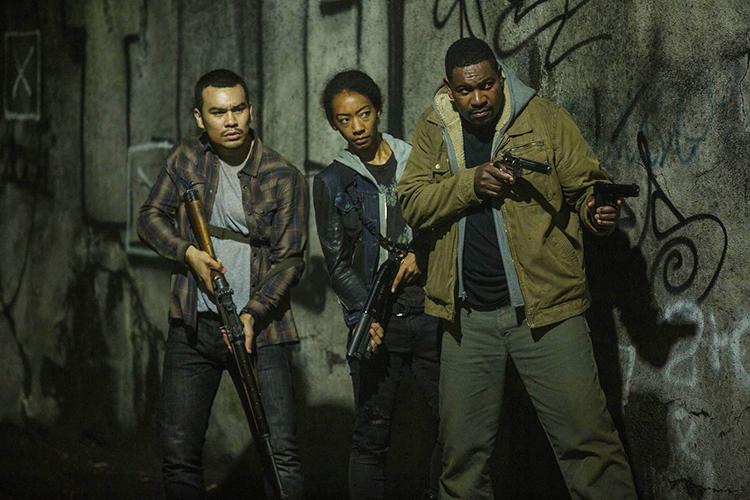 Mykelti Williamson, Joseph Julian Soria e Betty Gabriel interpretam pessoas comuns que tentam sobreviver à noite de crime no filme '12 Horas para Sobreviver'