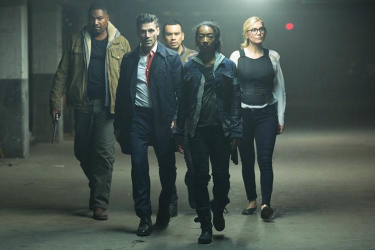 Da esquerda para a direita, os atores Mykelti Williamson, Frank Grillo, Joseph Julian Soria, Betty Gabriel e Elizabeth Mitchell no filme '12 Horas para Sobreviver'