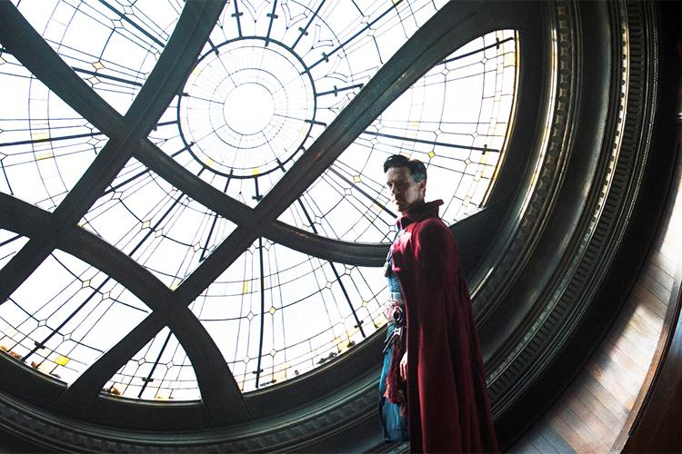 Benedict Cumberbatch como o mago Doutor Estranho
