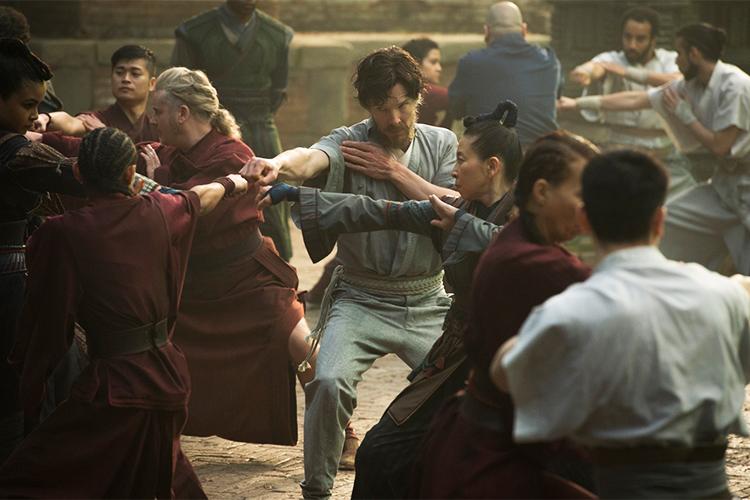 Dr. Stephen Strange (Benedict Cumberbatch) é treinado no filme 'Doutor Estranho'