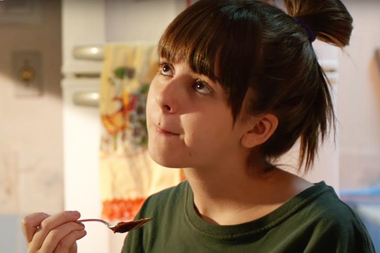 Júlia (Klara Castanho), em cena do filme 'É Fada'