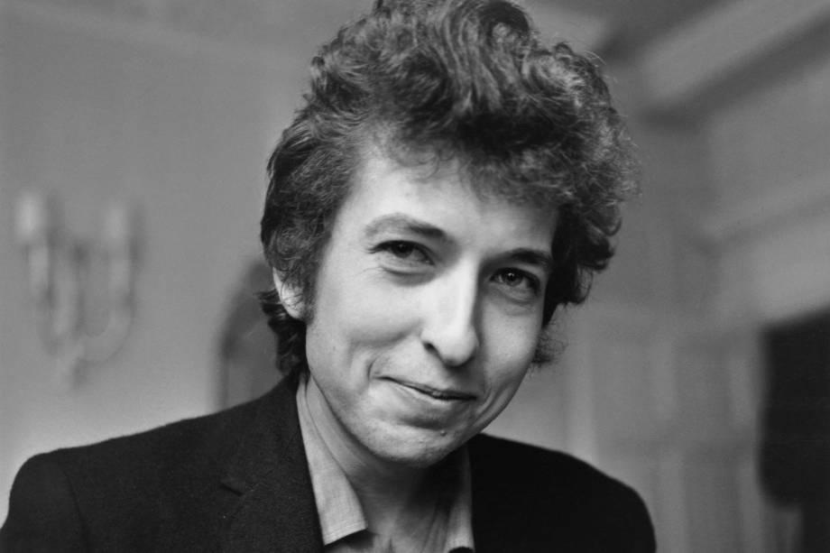 O cantor e compositor americano Bob Dylan durante entrevista em 1965
