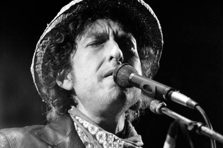 Bob Dylan durante apresentação no Estádio Olímpico de Munique, na Alemanha, em 1984