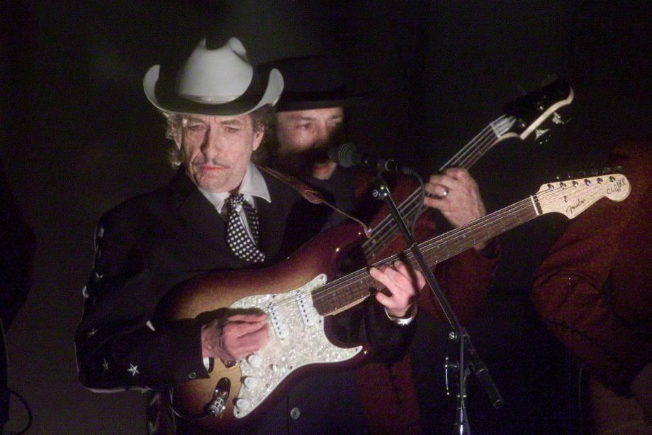 Bob Dylan durante show na premiação do Grammy em 2002 em Los Angeles (EUA)