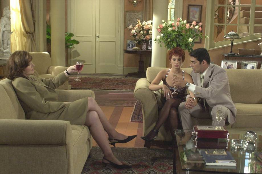 """Zully Montero, Rossana Maldonado e Agmeth Escaf, na novela """"Vale Todo"""", versão da novela Vale Tudo da Rede Globo, para TV Telemundo, nos EUA."""