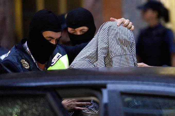Polícia Federal espanhola prende homem acusado de fazer parte do Estado Islâmico, na Espanha