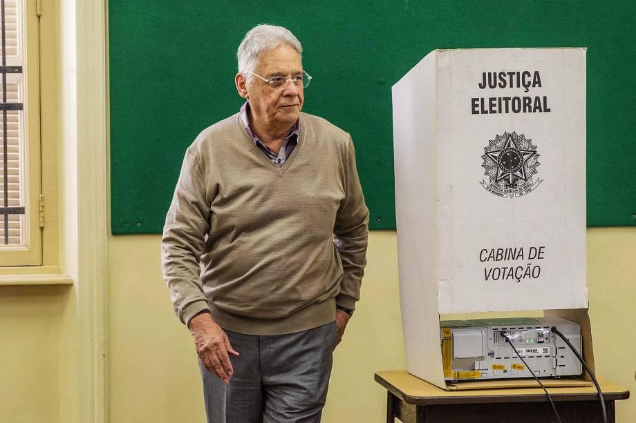O ex-presidente da República, Fernando Henrique Cardoso vota no colégio Sion, no bairro de Higienópolis, em São Paulo (SP) -02-10-2016