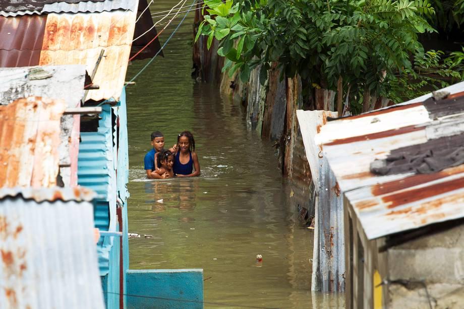 Furacão Matthew atinge o mar do Caribe e obriga moradores do litoral a buscar abrigo - 04-10-2016