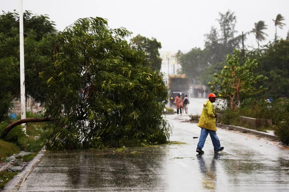 O furacão Matthew, que atingiu o Haiti com uma força devastadora e deixou três mortos, milhares de evacuados e destruiu dezenas de casas, avança para Cuba - 04-10-2016