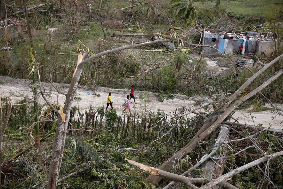 Fotos aéreas mostram estrago causado pelo furacão Matthew, que deixou pelo menos 100 pessoas mortas, no Haiti