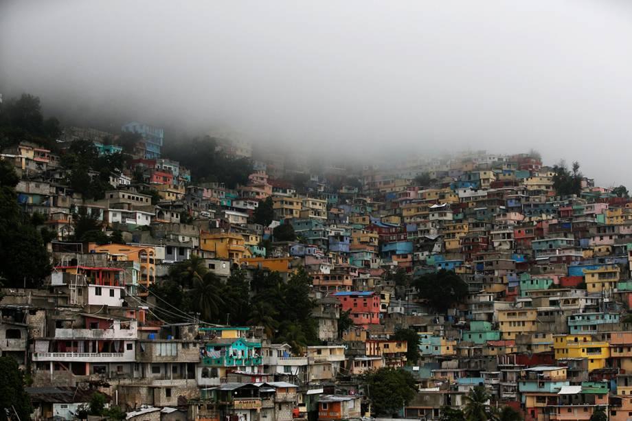 O furacão Matthew se aproxima da cidade de Porto Príncipe, no Haiti