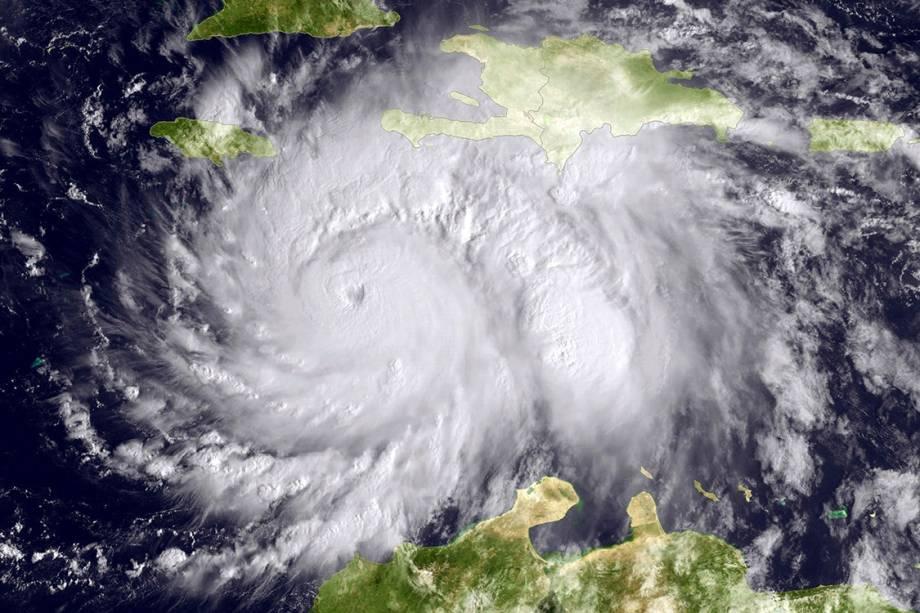 Imagem de satélite mostra o furacão Matthew sobre o mar do Caribe