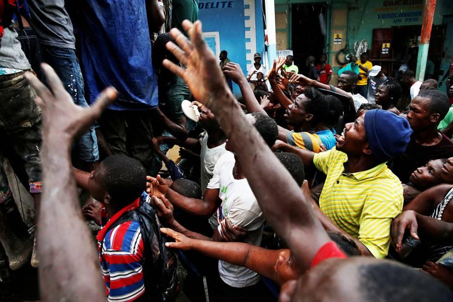 A população de Jeremie, no sudoeste do Haiti, sofre perante a falta de água e de alimentos. Oito dias depois de o furacão Matthew arrasar a cidade - 15-10-2016