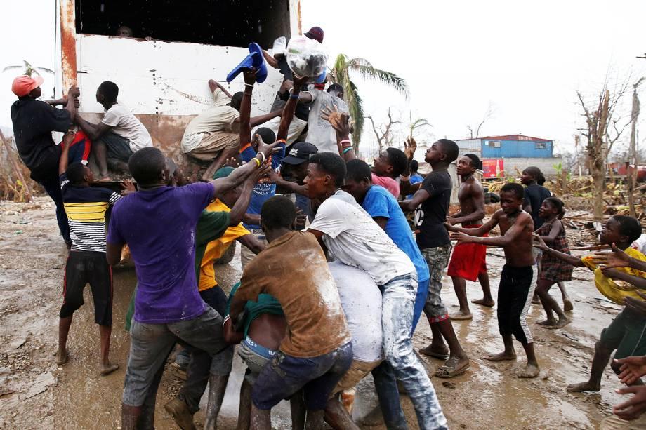 A população de Jeremie, no sudoeste do Haiti, sofre perante a falta de água e de alimentos. Oito dias depois de o furacão Matthew arrasar a cidade - 15-10-2016s