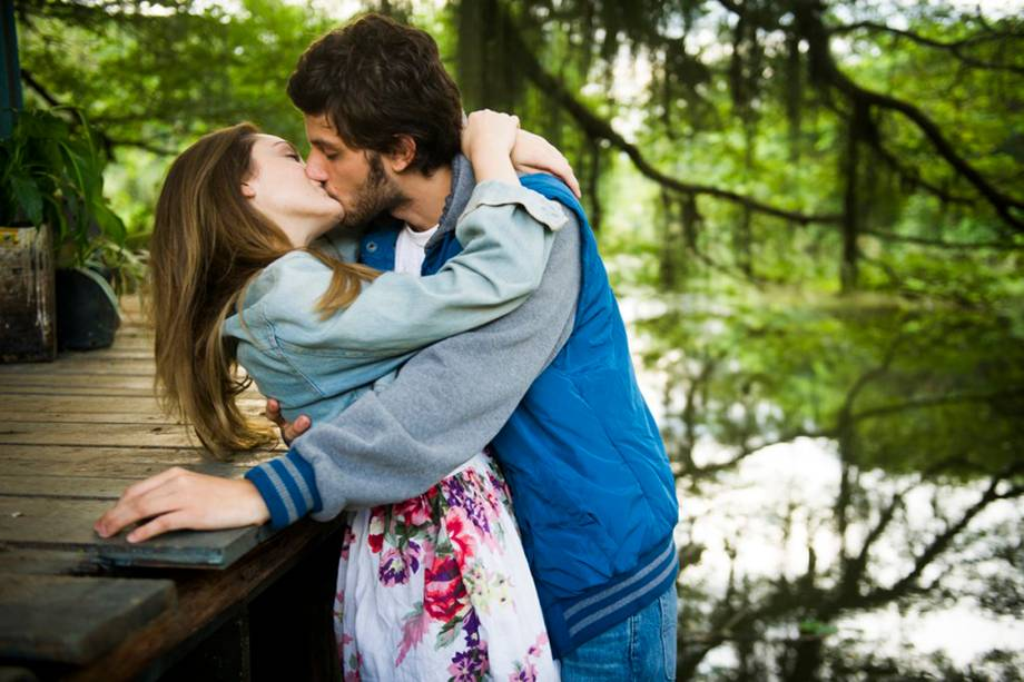 Helô (Isabelle Drummond) e Pedro (Chay Suede) em 'A Lei do Amor'