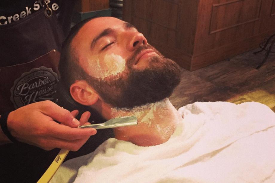 """Policial federal Lucas Valença ganhou fama por causa do estilo """"hipster"""": coque samurai e barba comprida"""