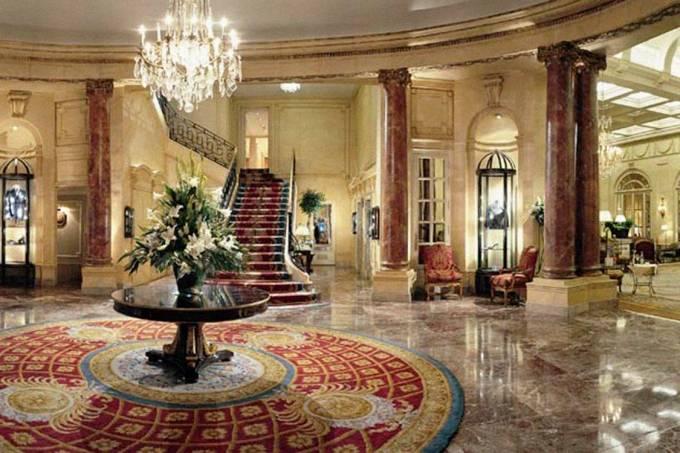 Interior do hotel Ritz, em Paris