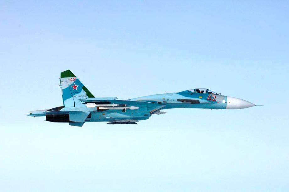 Imagem mostra avião russo SU-27 sobrevoando território finlandês