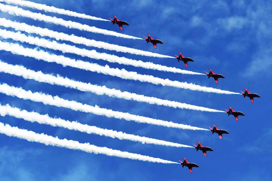 Esquadrilha da Força Aérea Britânica, conhecida como Flechas Vermelhas, se apresentam em Singapura - 18-10-2016