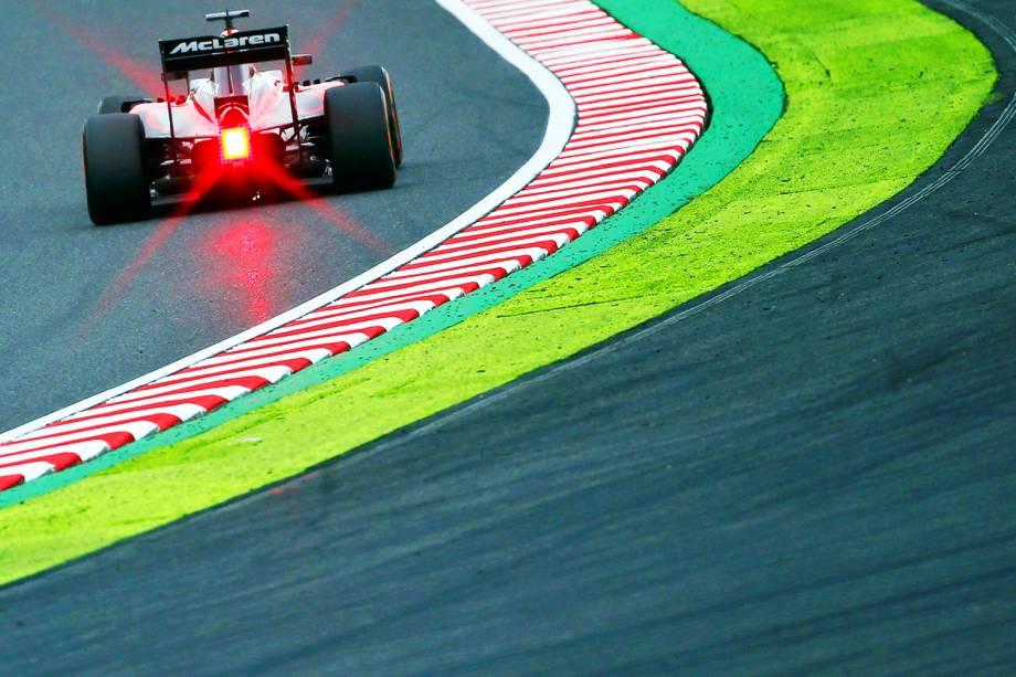 O piloto britânico Jenson Button participa dos treinos livres para o Grande Prêmio do Japão de Fórmula 1, realizado no Circuito de Suzuka - 07/10/2016