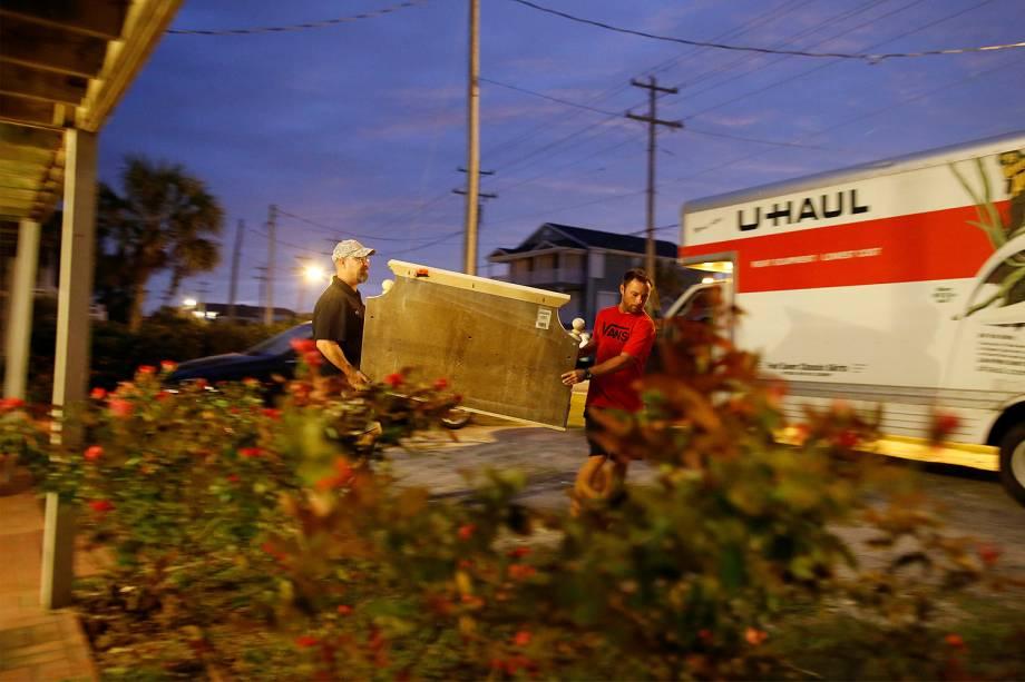 O furacão Matthew, que atingiu o Haiti com uma força devastadora e deixou três mortos, milhares de evacuados e destruiu dezenas de casas, avança para  Califórnia  - 05-10-2016