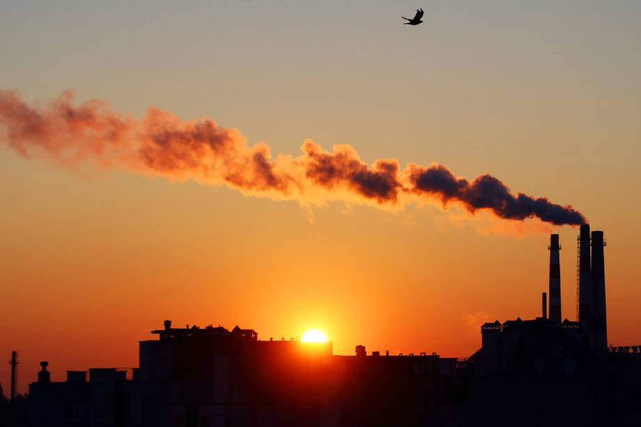 Central elétrica em produção durante pôr-do-sol em Minsk, na Bielorrússia - 18/10/2016