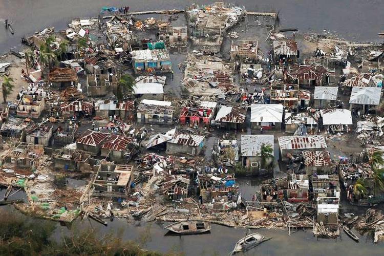 Vista aérea de casas destruídas pelo furacão Matthew na vila de Corail, no Haiti - 07/10/2016