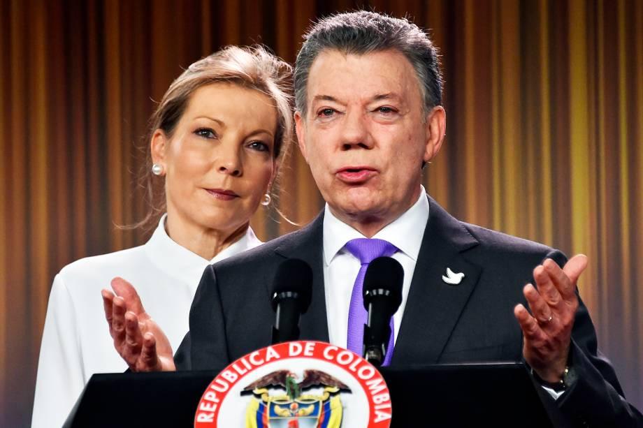 O presidente da Colômbia, Juan Manuel Santos, discursa no palácio presidencial de Bogotá após vencer o Nobel da Paz deste ano.  Santos foi o grande artífice do acordo de paz com as Farc (Forças Armadas Revolucionárias da Colômbia), uma guerrilha esquerdista que há 50 anos promove ataques contra a população civil e órgãos do governo - 07/10/2016