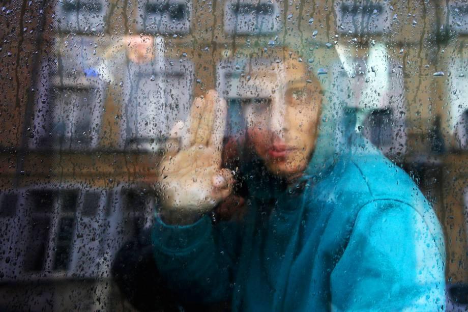Jovem refugiado afegão é transferido de abrigo de menores em Saint Omer, na França, para o Reino Unido -  18/10/2016