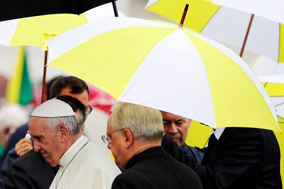 Papa Francisco se dirige à Praça de São Pedro para audiência semanal no Vaticano - 26/10/2016