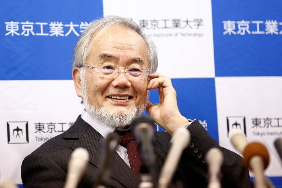 Yoshinori Ohsumi, professor do Instituto de Tecnologia de Tóquio, sorri durante coletiva de imprensa após vencer o prêmio Nobel de Medicina - 03/10/2016