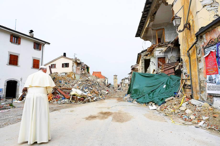 Papa Francisco visita a região italiana de Amatrice, atingida pelo terremoto que deixou cerca de 300 mortos - 04/10/2016