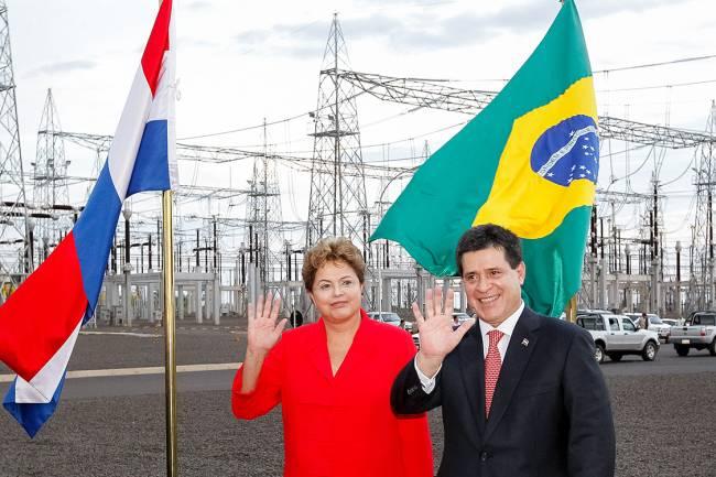 A presidente Dilma Rousseff e o paraguaio Horácio Cartes em inauguração do linhão patrocinado pelo Brasil