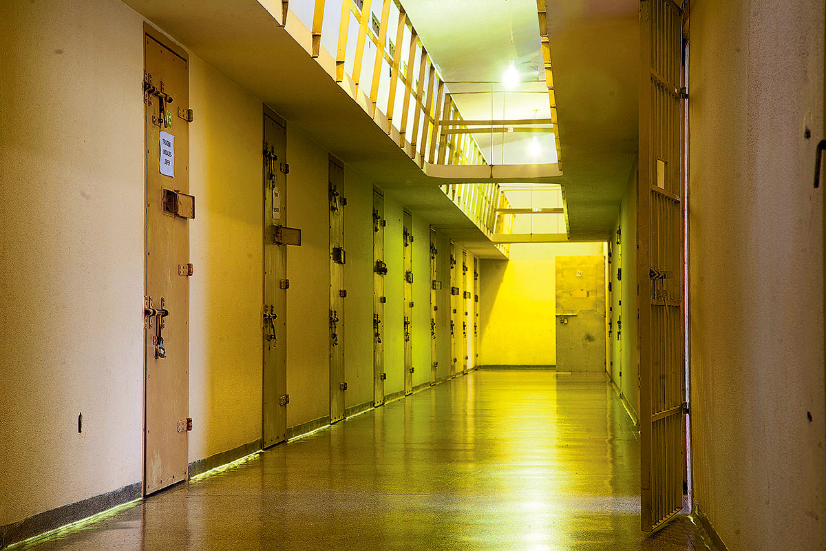 Corredor do Pavilhão 6, onde os presos da Lava-Jato convivem com condenados que precisam isolar-se dos presos comuns, como ex-policiais