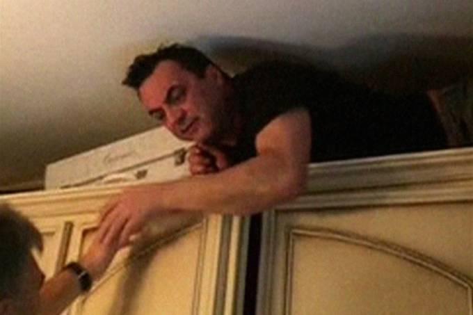 Mafioso italiano é encontrado em compartimento secreto em um armário