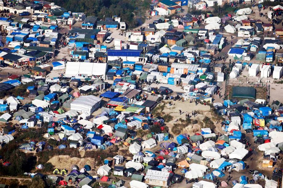 Vista aérea do acampamento de refugiados localizado em Calais, na França - 23/10/2016