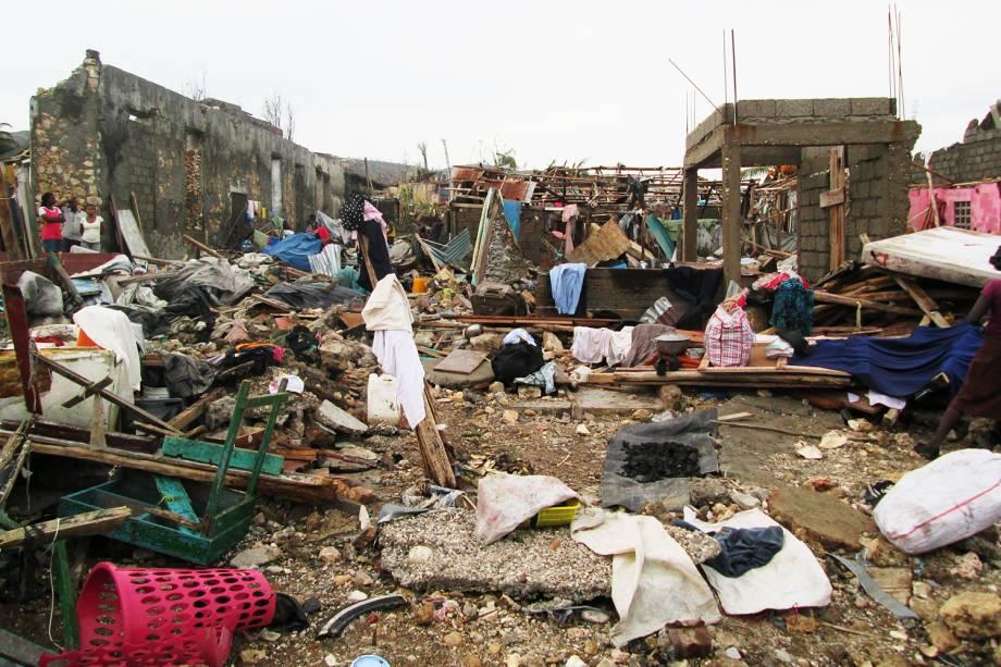 Destruição causada pela passagem do furacão Matthew na cidade de Jeremie, no oeste do Haiti - 07/10/2016
